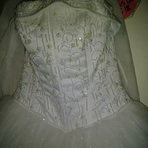 LUXURIOUS WEDDING DRESS - BRAND NEW